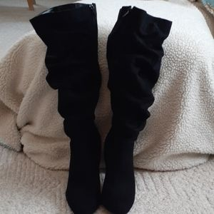 Women's black slouch heeled boots
